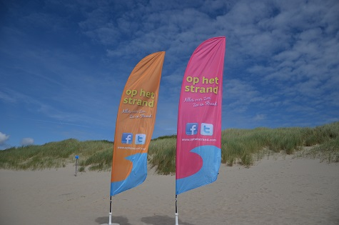 op het strand beachflag