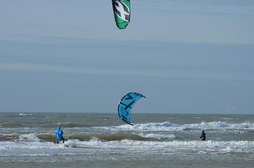Kitesurfen-niet-gevaarlijk-ophetstrand