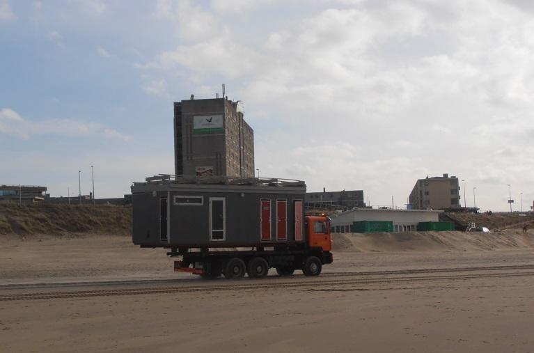 Opbouw strandpaviljoens Zandvoort