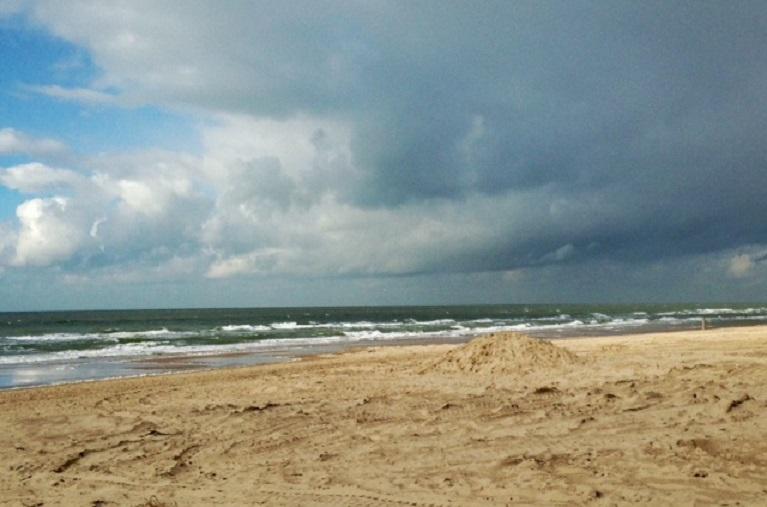 Wisselvallig weer op het strand Castricum aan Zee Karin Cijsouw