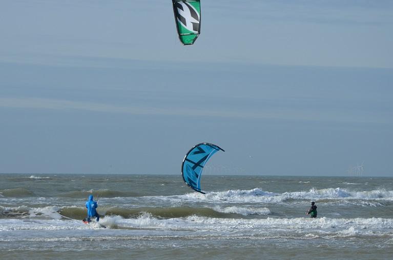 Kitesurfen geen gevaarlijke sport ophetstrand