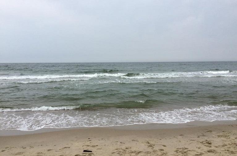 Hoe onstaan golven op het strand